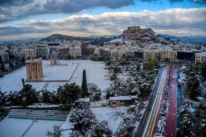 La Acrópolis de Atenas cubierta de nieve