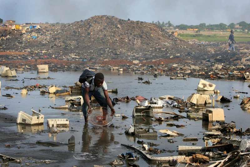 Contaminación de las aguas por causa de la basura electrónica