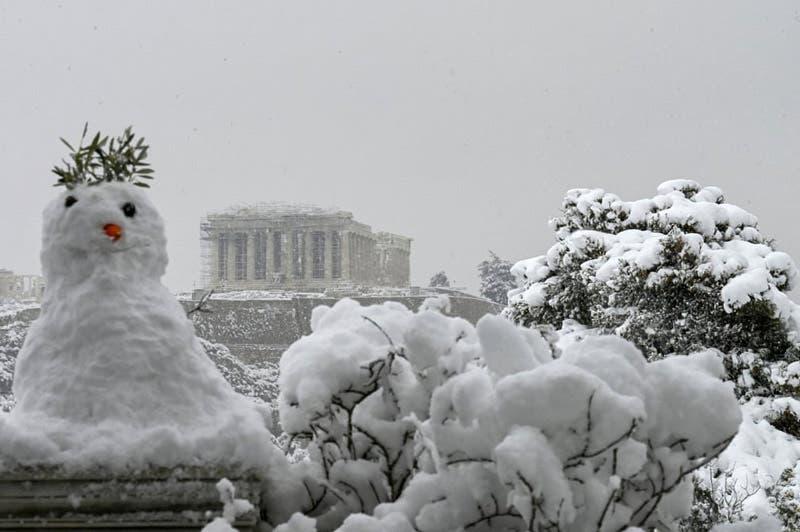 Nieve en el Partenón, en Atenas (Grecia)