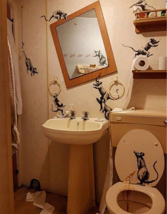 Banksy comienza a hacer arte en su propia casa