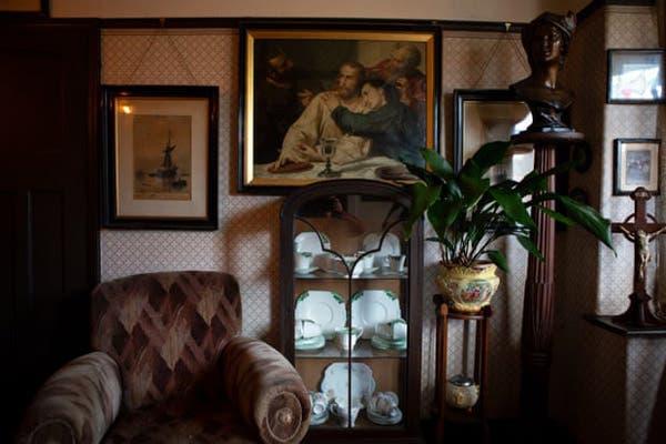 Julie Kelty ha llenado su casa de objetos de los años 40