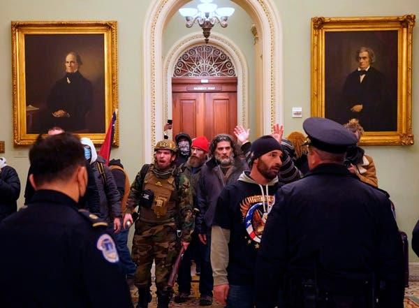 Simpatizantes de Donald Trump irrumpen en el Capitolio / Imagen: Erin Schaff