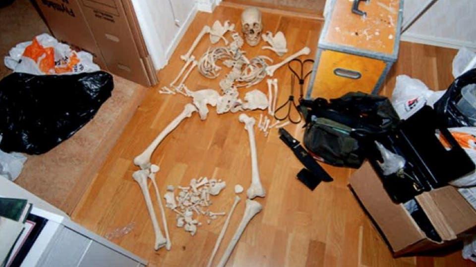 Mujer en Suecia arrestada por usar huesos humanos como juguetes sexuales