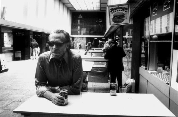 Top 10 Citas De Charles Bukowski Sobre La Bebida El