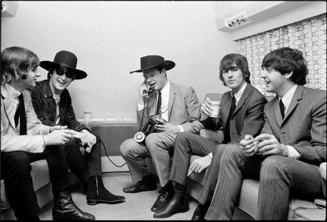beatles-with-manager_big_1311867724.49-e1409212550465
